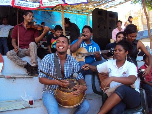 Teacher and students of the Unisur Cuajinicuilapa in an event of the headquarters of Santa Cruz del Rincón. Photo: Sergio Ferrer Archive.